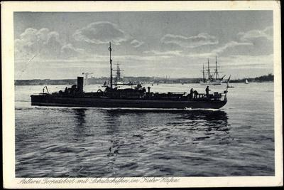 Kiel, Älteres Torpedoboot Mit Schulschiffen, Hafen