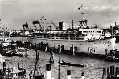 Hamburg, Kdf Dampfschiff Wilhelm Gustloff Im Hafen