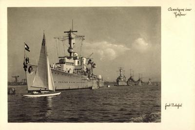 Kreuzer Im Hafen, Deutsche Kriegsschiffe, Segelboot