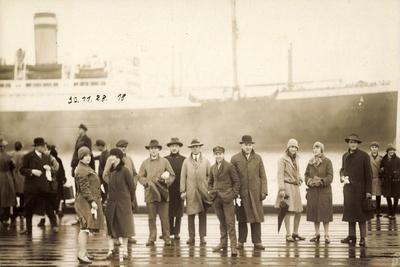 Foto Dampfschiff, Passagiere Im Hafen, Gruppenfoto