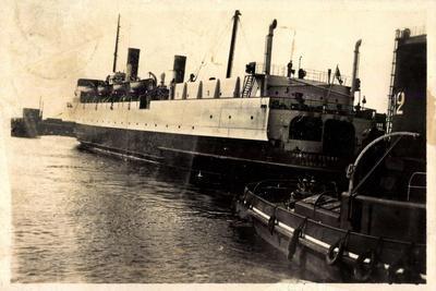 Port De Dunkerque, Hampton Ferry Boat Quittant Port