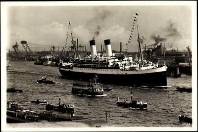 Dampfer Monte Olivia Der Hsdg in Einem Hafen