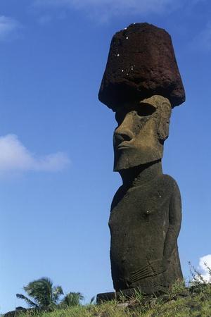 Chile, Easter Island, Rapa-Nui National Park, Anakena Beach, Ahu Nau Nau, Moai Statue