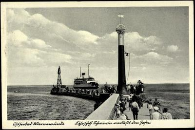 Rostock Warnemünde, Fährschiff, Leuchtturm, Hafen