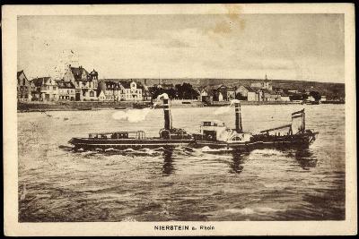 Nierstein Am Rhein, Blick Auf Den Ort Mit Dampfer