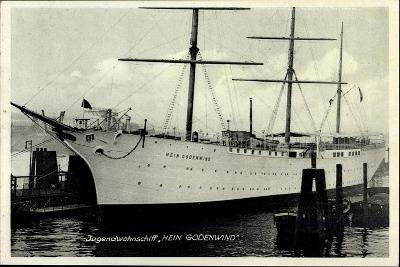 Jugendwohnschiff Hein Godenwind Im Hafen, Dreimaster