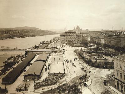 Hungary, Budapest, Streetscape and Danube River