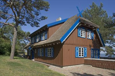 Lithuania, Klaipeda County, Curonian Spit, Nida, Thatched Cottage