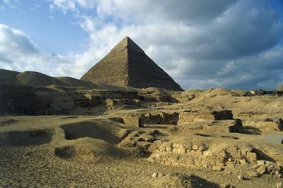 Egypt, Cairo, Giza, Ruins at Pyramid of Chephren