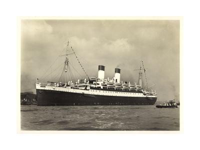 Hamburg, M.S. Monte Cervantes Im Hafen, Boot