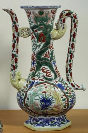 Jug Decorated with Dragons, Famille Verte