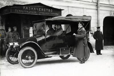 A Car Outside the Treasury of the Petrograd City Council, 1900S