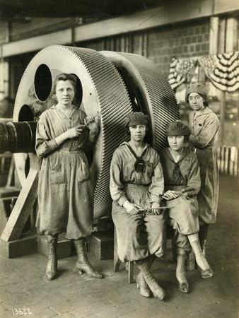 Women Gear Filers, Reduction Gear Erecting Shop, 1919