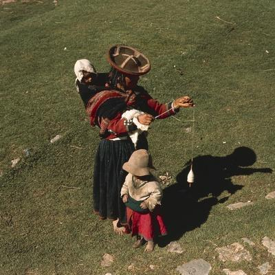 Peruvian Women and Children in Traditional Clothes
