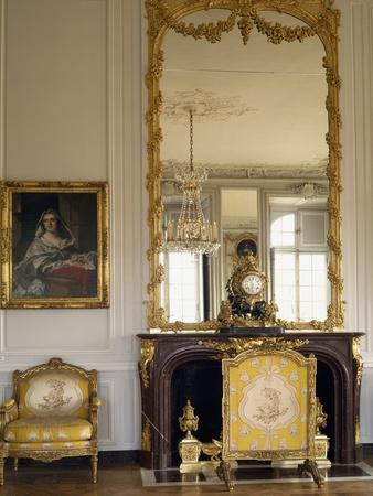 Madame Victoire's Apartment, Grand Corner Studio