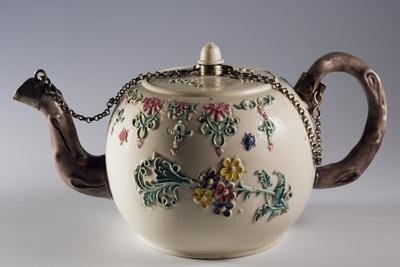 Teapot Decorated with Floral Motifs in Relief and Chained Lid