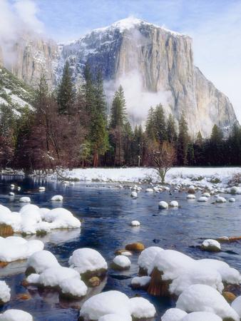 USA, California, Yosemite National Park. Winter
