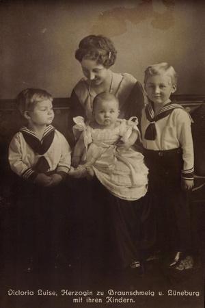 Herzogin Viktoria Luise Zu Braunschweig Mit Kindern