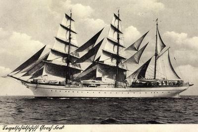 Schulsegelschiff Gorch Fock in Fahrt, Dreimaster