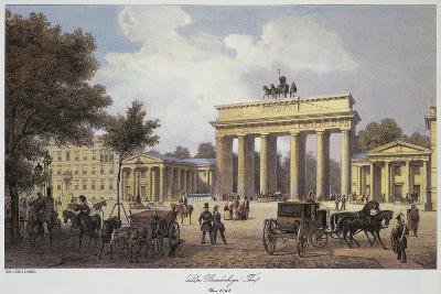 Germany, Berlin, Brandenburg Gate from Unter Den Linden Avenue