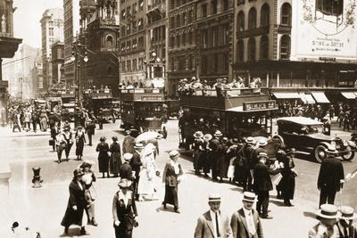 Corner of 5th Avenue and 42nd Street, with the Old Temple Emanu-El in the Background, 1920