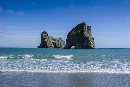 Archway Islands Wharariki Beach South Island New Zealand Pacific Photographic Print By Michael Runkel At Allposters Com