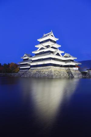 Matsumoto Castle (The Crow Castle) Built in 1594, Matsumoto, Nagano Prefecture, Honshu, Japan, Asia