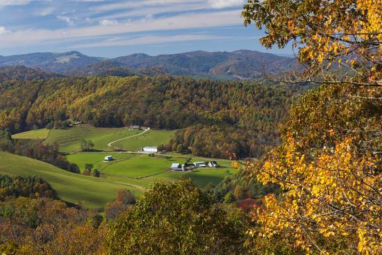 Usa North Carolina Blowing Rock Autumn Landscape Off Of The Blue Ridge Parkway Photographic Print Walter Bibikow Allposters Com