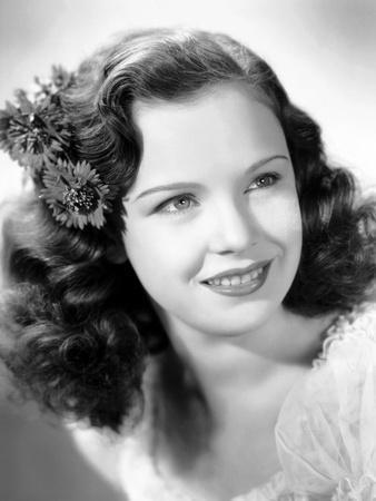 Gloria Jean, 1943