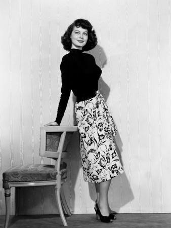 Singapore, Ava Gardner, in a Black Jersey Top, Black-And-White Skirt and Leather Belt, 1947