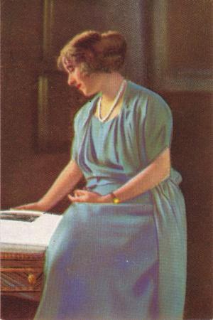 Lady Elizabeth Bowes-Lyons (1900-200)