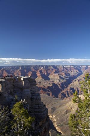 Arizona, Grand Canyon National Park, Grand Canyon and Tourists at Mather Point