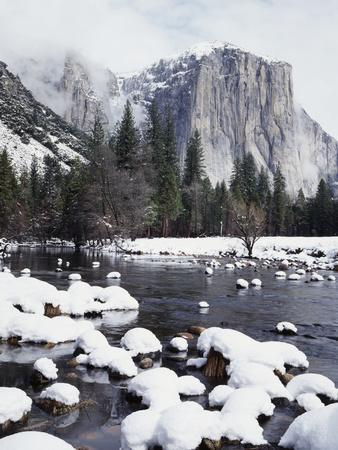 California, Sierra Nevada, Yosemite National Park, Snow on El Capitan