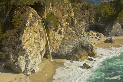 Mcway Falls, Julia Pfeiffer Burns State Park, Big Sur, California, USA