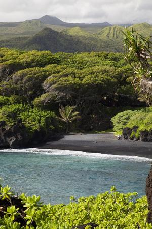 Hawaii, Maui, Hana, the Black Sand Beach of Waianapanapa