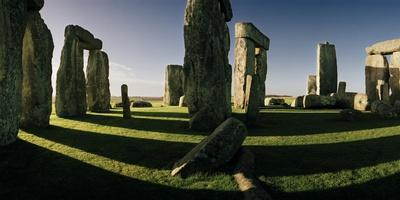 Long Shadows Cross the Center of the Circle of Stonehenge