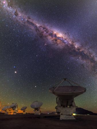 The Milky Way Appears over the Alma Radio Telescopes