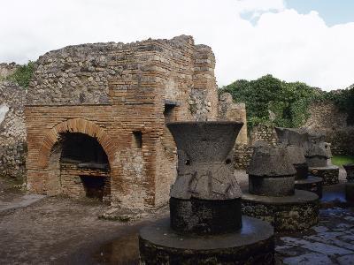 Pompeii. Pistrinum Belonged N. Popidius Priscus