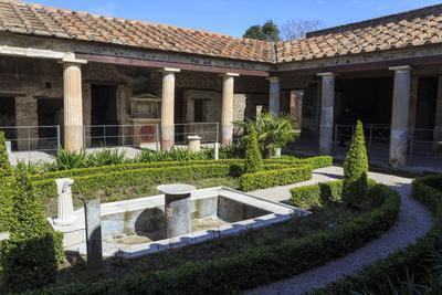 Garden, House of the Amorini Dorati (Golden Cupids), Roman Ruins of Pompeii, Campania, Italy