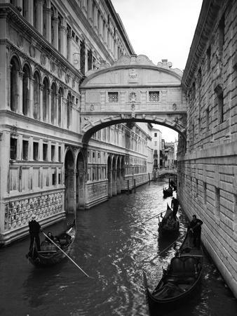 Bridge of Sighs, Doge's Palace, Venice, Italy