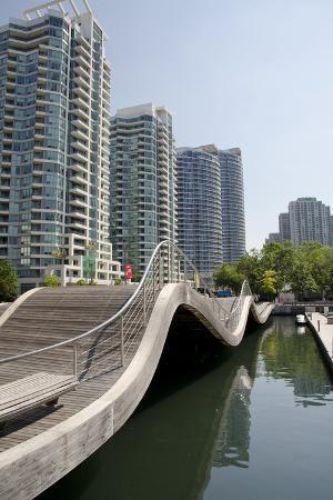 Waterfront Marina, Wave Deck, Lake View Apartments, Toronto, Ontario, Canada
