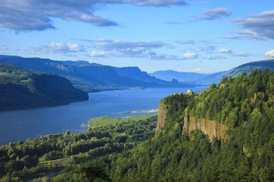 USA, Oregon, Chanticleer Point, Vista House and the Columbia Gorge.