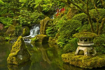 Heavenly Falls and Pagoda, Portland Japanese Garden, Oregon, Usa