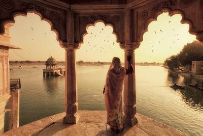 India, Rajasthan, Jaisalmer, Gadi Sagar Lake, Indian Woman Wearing Traditional Saree Outfit