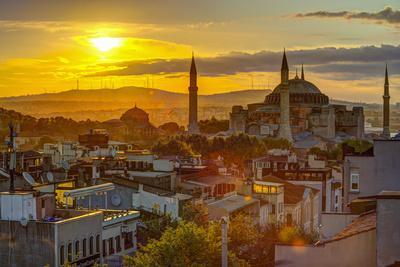 Turkey, Istanbul, Sultanahmet, Sunrise over Hagia Sophia (Or Ayasofya)