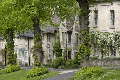 Cotswold Cottages Along the Hill, Burford, Oxfordshire, England, United Kingdom, Europe