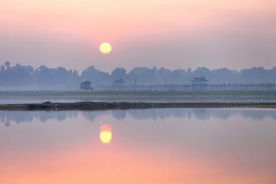 Sunrise over Taungthaman Lake and U Bein Bridge, Amarapura, Near Mandalay, Myanmar (Burma), Asia