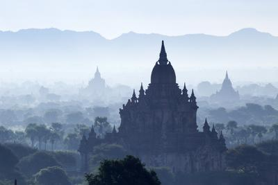 North Guni Temple, Pagodas and Stupas in Early Morning Mist at Sunrise, Bagan (Pagan)