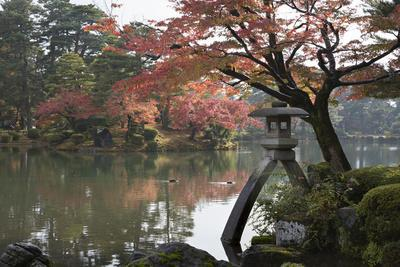 Kenrokuen Garden with Kotojitoro Lantern in Autumn