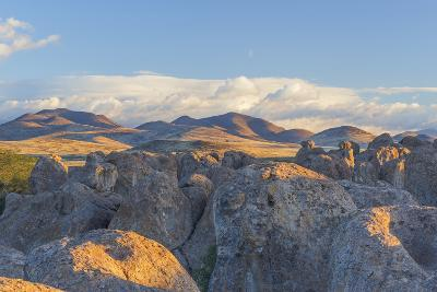 New Mexico, City of Rocks SP. Landscape of Boulders and Mountains